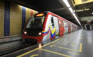 Colapsado: Venezolanos ignoran la cuarentena e ingresan al Metro de Caracas tras no tener bolívares #28Nov (VIDEO)