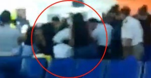 La TRIFULCA entre autoridades de Aruba y un grupo de venezolanos deportados (VIDEO)