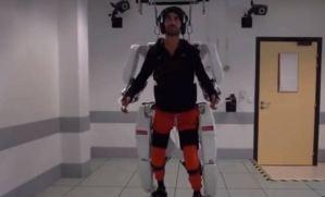 ¡La ciencia es INCREÍBLE! Exoesqueleto le devuelve la movilidad a un cuerpo parapléjico (VIDEO)
