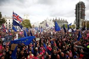 Miles de personas marchan en Londres para pedir un nuevo referéndum sobre el brexit