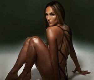 """Jennifer López y su vestido de hilo """"que no tapa nada"""" (Video)"""