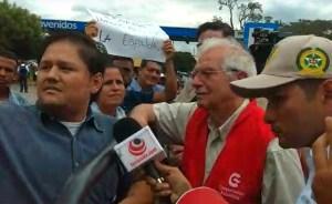 Borrell escucha las voces de la diáspora venezolana en su recorrido por el puente Simón Bolívar (VIDEO)