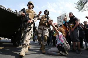 Ejército chileno decreta toque de queda en Santiago por persistencia de disturbios