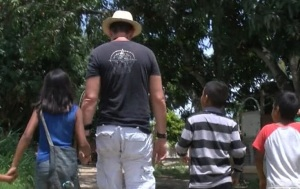 Programa Caminando con Carlos Lozano cumple 22 años