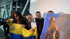 Arreaza recibió este domingo a diplomáticos venezolanos expulsados de Bolivia (Fotos)