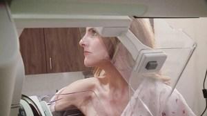 Reportera iba a concienciar sobre el cáncer de mama en directo y descubre lo peor