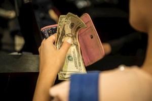 Régimen de Maduro estudia establecer impuestos a transacciones en dólares, euros y criptomonedas