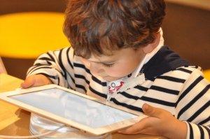 Piden mejorar la protección en internet para niños en EEUU