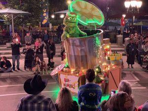 SeaWorld: el desfile de vacaciones de Sesame Street agrega alegres Muppets al parque temático