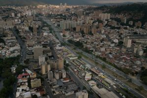 Usuarios de Twitter reportan temblor en Caracas #26Ene