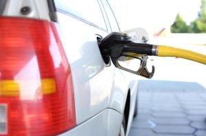 Anuncian que precio de gasolina en Florida debe bajar en los próximos días