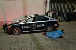 Mueren tres policías en ataque armado a comandancia en México