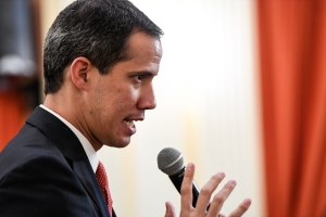 Guaidó le lanza a Maduro: ¿Cuáles militares lo acompañan? No llega ni a Alcalde de Fuerte Tiuna (VIDEO)