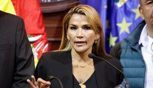 Presidenta de Bolivia pidió la renuncia de todos sus ministros
