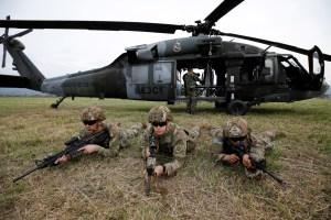 """Aterriza en Colombia la división militar de EEUU especializada en """"ingresar en cualquier país"""" (FOTOS))"""