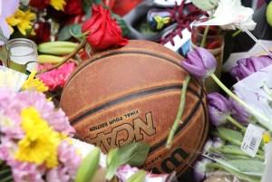 """Miles de fanáticos se concentraron en el Staples Center para homenajear al """"Mamba Negra"""" (Fotos)"""