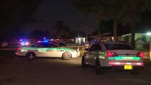 Mujer asesinada y adolescente herida tras tiroteo en el condado de Miami-Dade