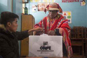 Perú se mantiene en las calles para escoger al Congreso y acabar con la corrupción