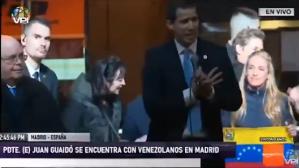 EN VIDEO: Guaidó se arrodilla y entre lagrimas pide perdón a los venezolanos