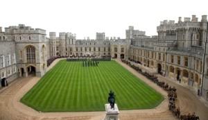 Castillos, palacios y fincas: Las imponentes propiedades donde viven la reina Isabel II y su familia (Fotos)