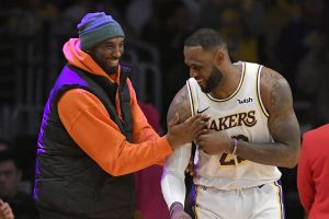 LeBron James inconsolable al enterarse de la muerte de Kobe Bryant (VIDEO)