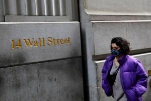 Wall Street abre en fuerte caída por temor a la pandemia