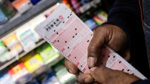 ¡Afortunado! Un hombre ganó 400 mil dólares en la lotería gracias a la lluvia