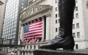 Wall Street termina dispar una jornada volátil