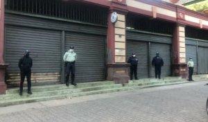 Acusan a PNB de robar y extorsionar en dólares a comerciantes formales e informales durante cuarentena