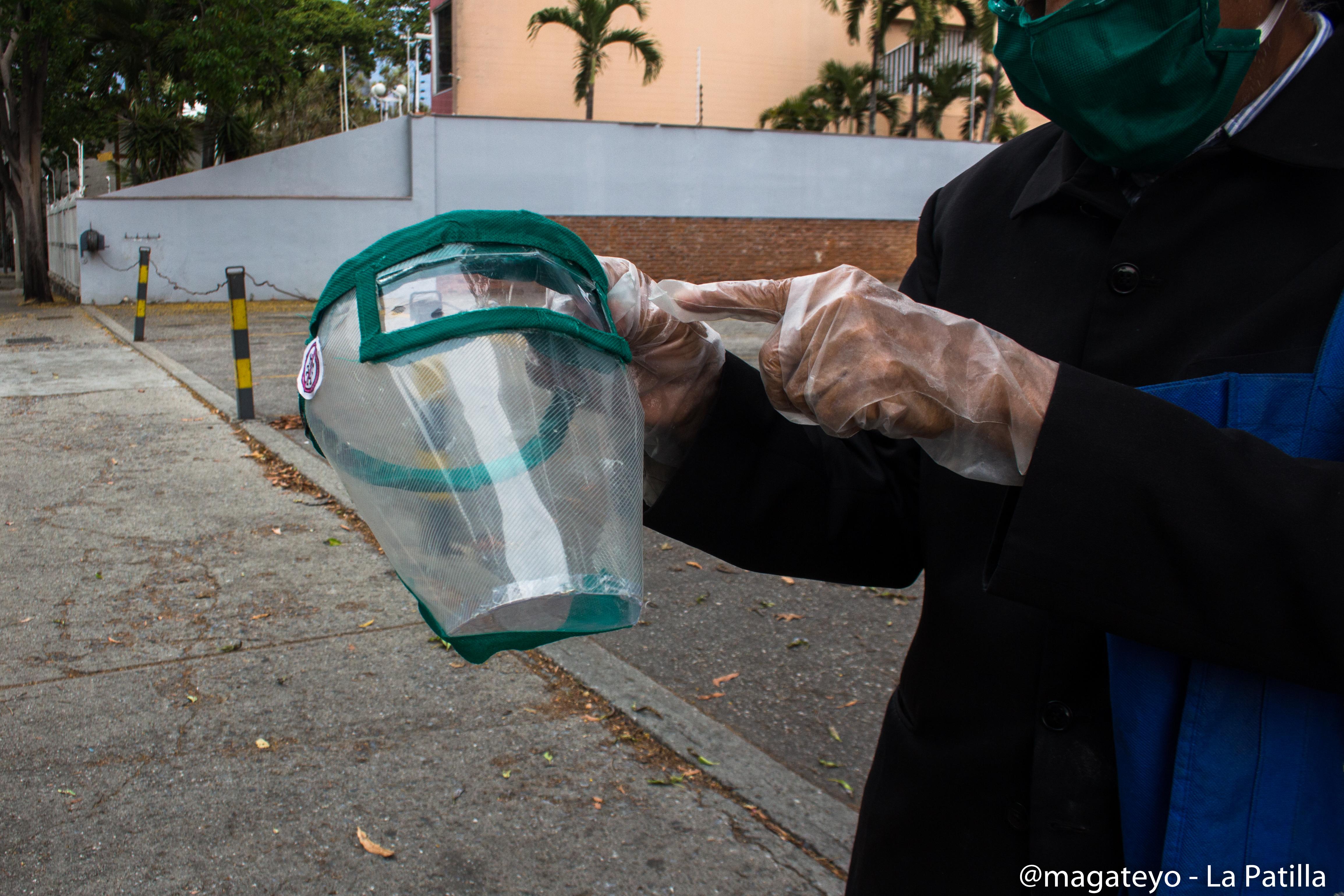 Tapabocas en Venezuela: Creatividad contra la Covid-19 en plena crisis nacional (Fotos)