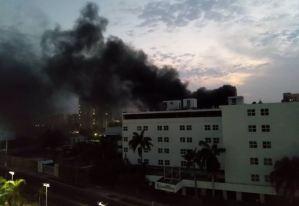 Controlaron incendio en la parte externa del Hotel Kristoff de Maracaibo este #5Abr (Video)