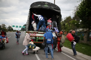 """""""Les han contaminado los autobuses"""": La nuevo loca teoría de Maduro sobre lo venezolanos retornados"""