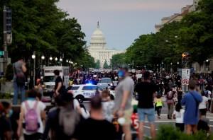 """""""Los ojos de Chávez"""" aparecen en las protestas y disturbios en Washington (Foto)"""