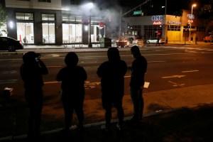 Las protestas ignoran el toque de queda y sumen Minneapolis en el caos