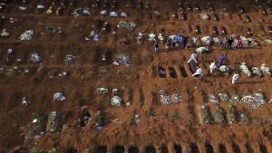 Imágenes aéreas muestran centenares de fosas en el cementerio más grande de Brasil