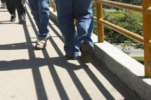 ¡Atroz! Intentó lanzar a su exnovia por un puente, y como no pudo la apuñaló