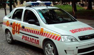 Policía argentino fue atacado a pedradas por mujeres tras exigirles que usaran mascarilla
