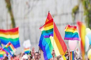 Un cajero en Miami pierde su trabajo luego de recibir insultos homosexuales