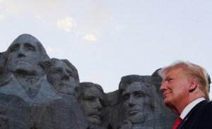 Trump celebra el Día de la Independencia en el monte Rushmore y sin mascarilla (Fotos)