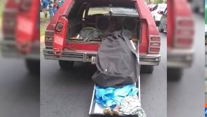 ¡No lo atendieron! En Bolívar, hombre trasladaba un cadáver y tuvo que mostrarlo para surtir gasolina (Video)