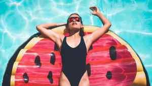 Alcalde de Miami-Dade restringió piscinas y ventas de alcohol en hoteles debido al 4 de julio