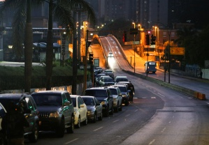 VIDEO: Conductores denuncian abusos de autoridades en plena sequía por combustible en Venezuela
