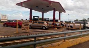 EN VIDEO: Una gandola con combustible fue escoltada a El Dorado con un amplio cordón de seguridad