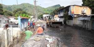 Más de 2.000 personas intentan recuperarse tras arrase del río El Limón
