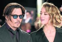 Ten cuidado y no te emociones: La ex esposa tóxica de Johnny Depp en topless (FOTOS)