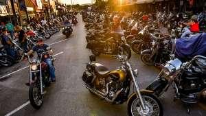Miles de personas se reunieron en el festival de motociclistas de Missouri sin temor al Covid-19