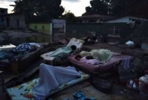 OVC denunció que familias duermen en la intemperie tras desbordamiento del río Limón #13Sep (Fotos)