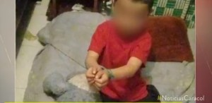 Niño de 4 años al que sus padres ataban a una cama en Colombia fue rescatado (Video)