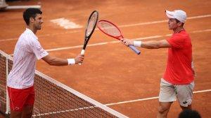 El insólito error de un juez en el partido de Djokovic del Masters de Roma (Video)