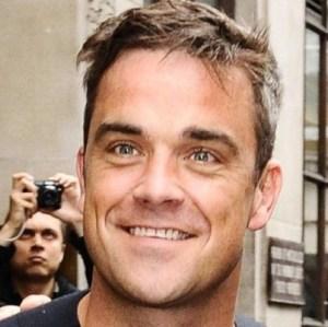 """Robbie Williams se tatuará fechas importantes por ser """"numéricamente disléxico"""""""
